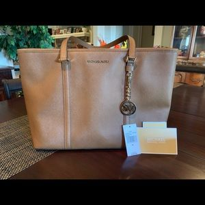 Large Michael Kors MF TZ Tote in Luggage